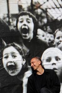 Armando con bambini - foto di Stefano Vaja (1)