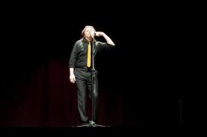 Walter Gemma Milano ride e canta