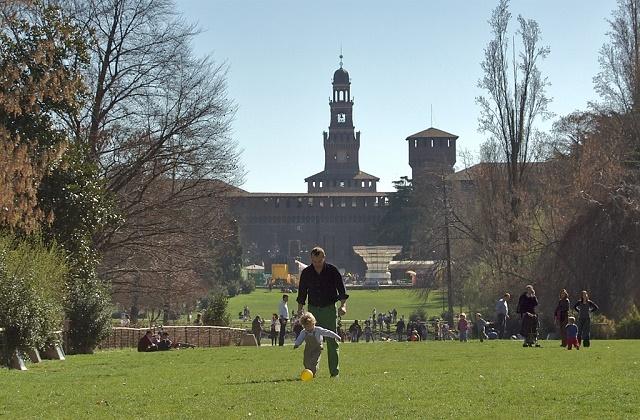 Parco-Sempione-Milano-estate