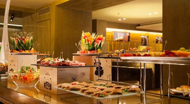 aperitivi-in-duomo-starhotels-rosa-grand-buffet-2