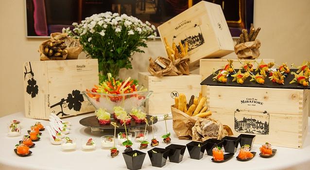 aperitivi-in-duomo-starhotels-rosa-grand-finger
