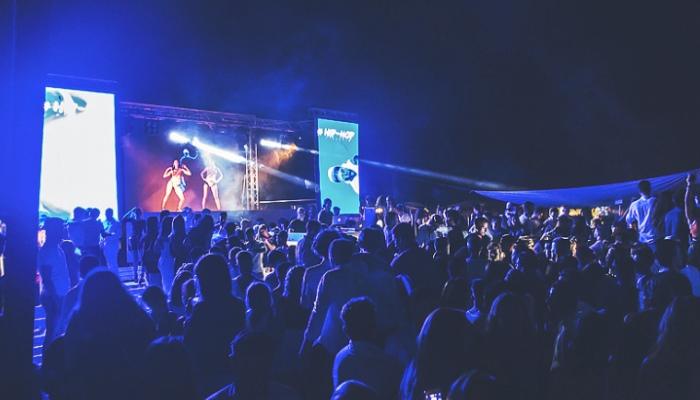 Dove_ballare_nel_Centro_Italia__i_party_più_scatenati_d'agosto_beach_club_versilia